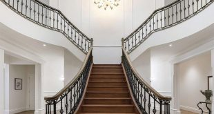 An elegant 2-way staircase for a king leads up to 5 bedrooms and an additional bathroom