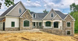 Happy Thursday friends !!! Our flexible Craftsman House Plan is a customer-built rever